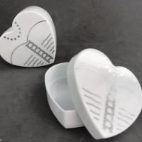 Caixinha Coração Busto 6x3Cm - Branca C/ Estampa Prata